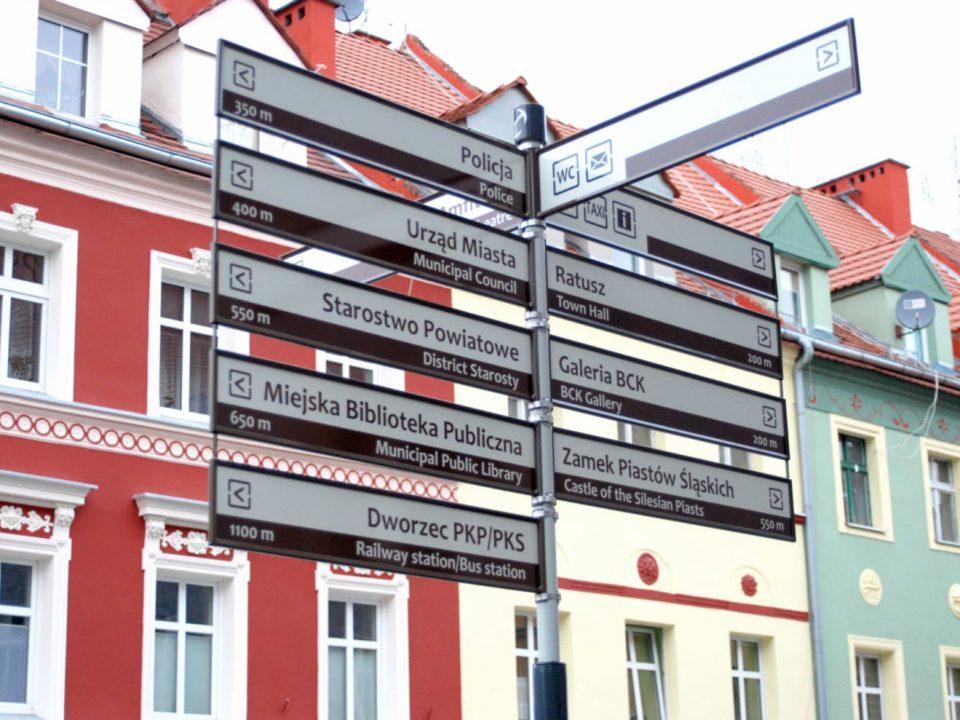 nowe tabliczki informacyjne w Brzegu
