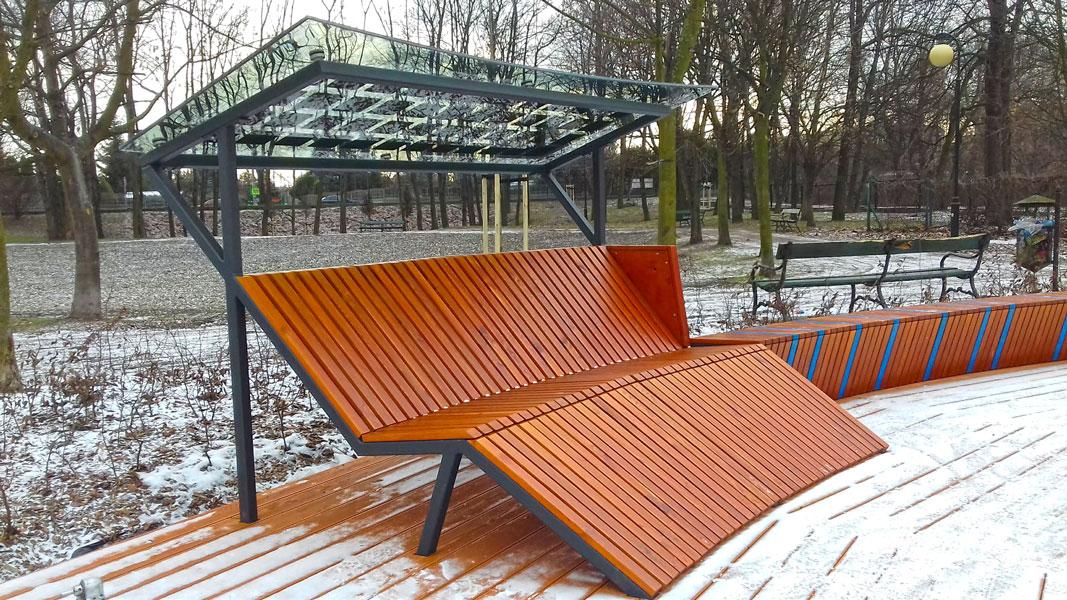 Ławka w parku Dębnickim